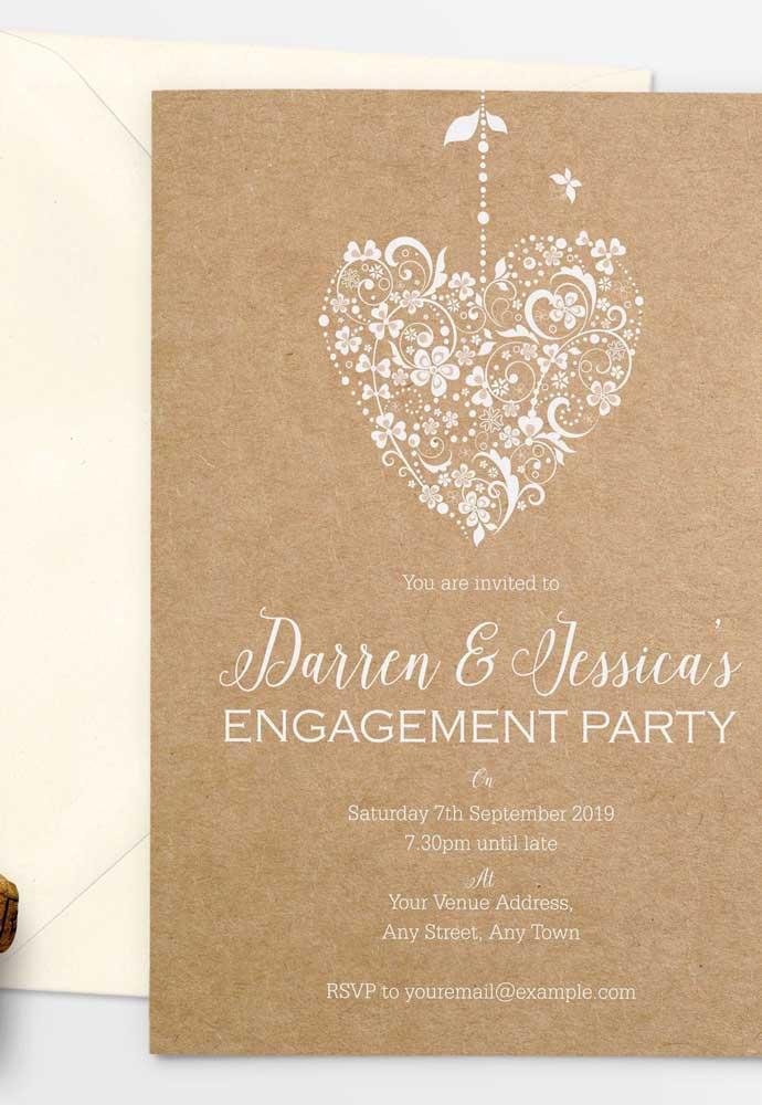 Para um noivado no estilo rústico, você pode usar papel reciclado e acrescentar alguns detalhes mais singelos.