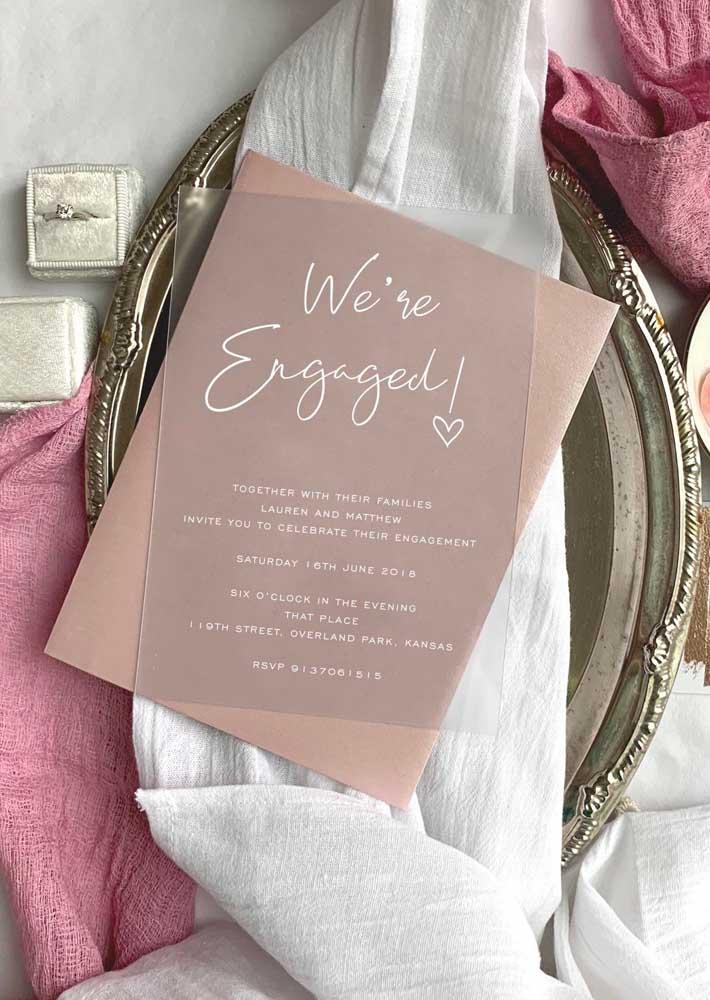 Os modelos transparentes estão cada vez mais sendo usados nos convites de noivado.
