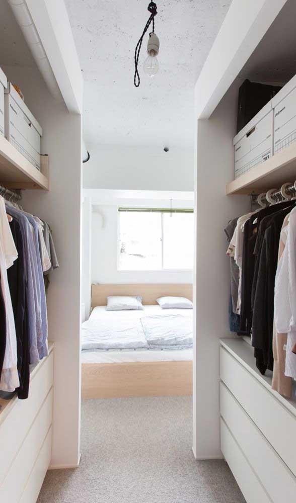 Quarto de casal com closet: um lado para ele, um lado para ela