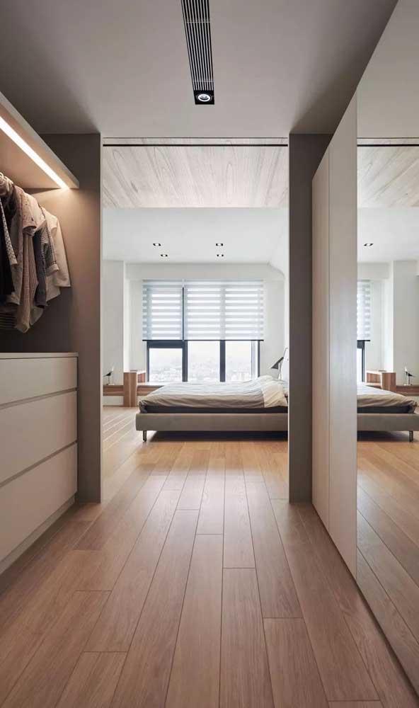 Tem espaço no quarto? Então nada melhor do que um closet gigante!