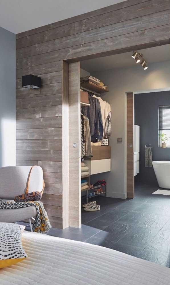 Que tal montar o closet entre o quarto e a suíte? Praticidade no dia a dia