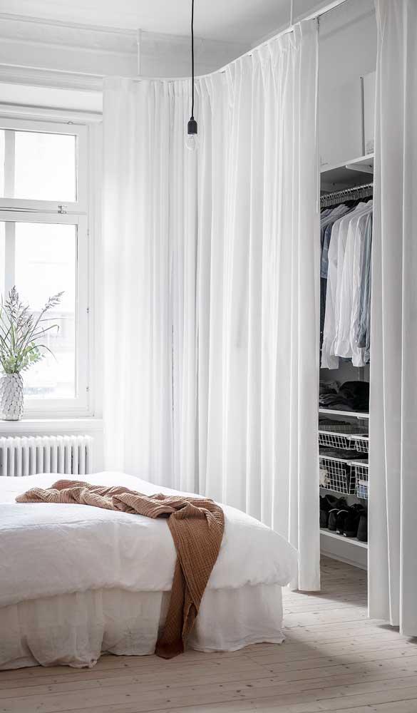 Quer um closet barato? Então aposte no uso de cortinas ao invés de portas