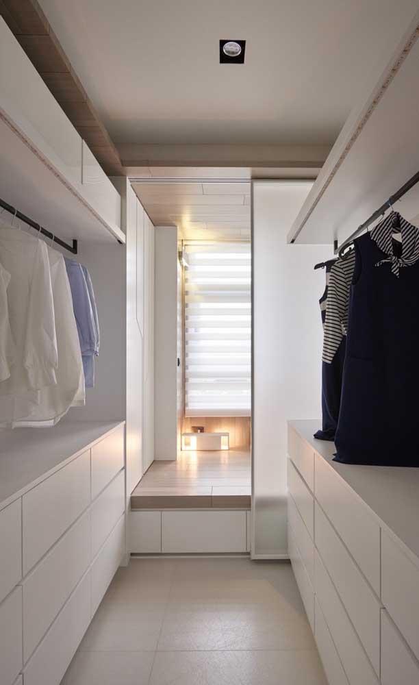 Closet corredor: por ele você vai do quarto para a suíte e vice versa