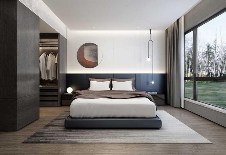 Quarto de casal amplo com closet no tamanho e medida ideal