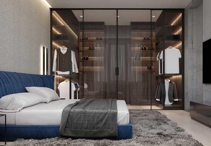 Para quem sonha com um closet de portas de vidro esse modelo é de se apaixonar!