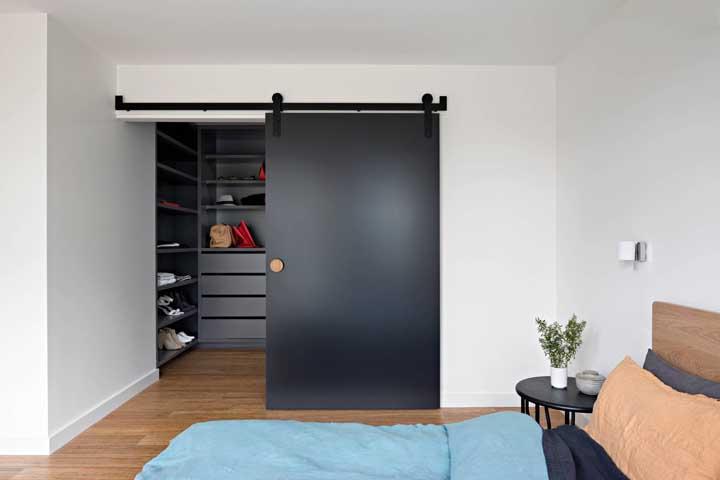 Quarto de casal com closet: vantagens, dicas e modelos inspiradores