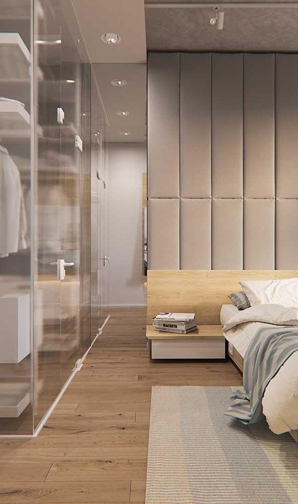 Closet de vidro para encher o quarto do casal de elegância e estilo