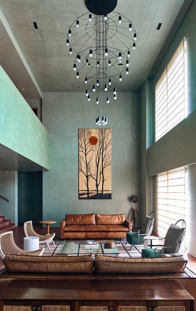 E para os privilegiados de pé direito duplo, uma inspiração apaixonante de lustre candelabro moderno