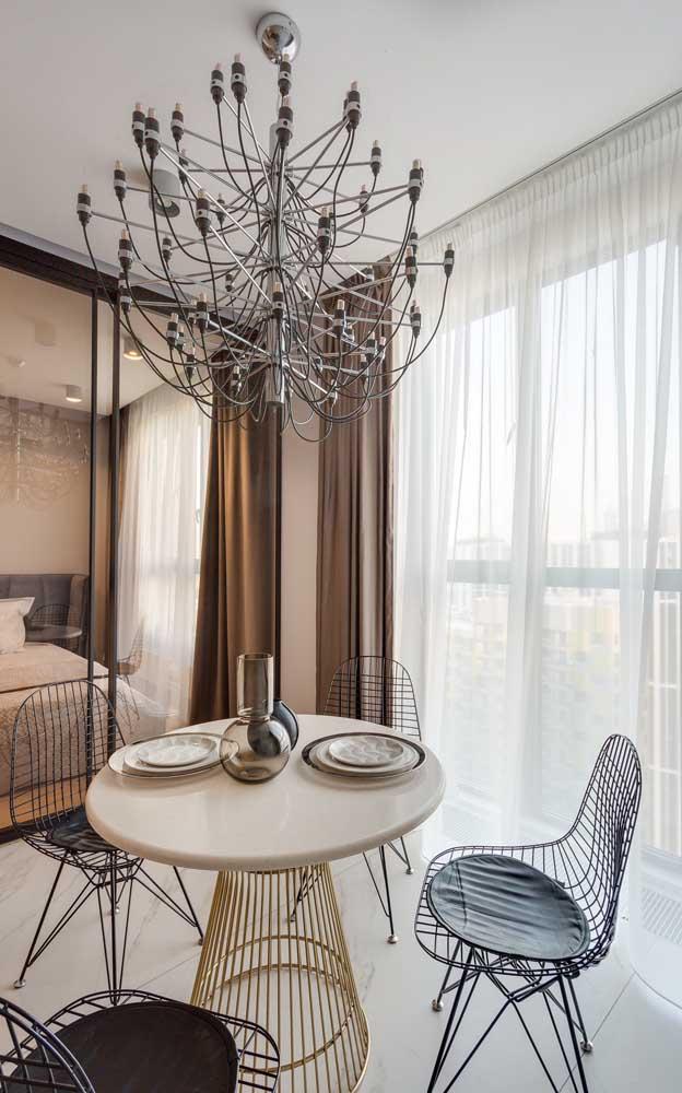 Lustre candelabro de design clean, perfeito para ambientes com estilo moderno e minimalista