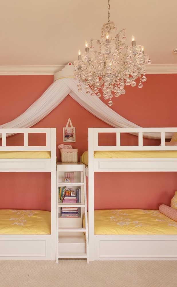 Lustre candelabro para o quarto infantil: tem coisa mais linda?