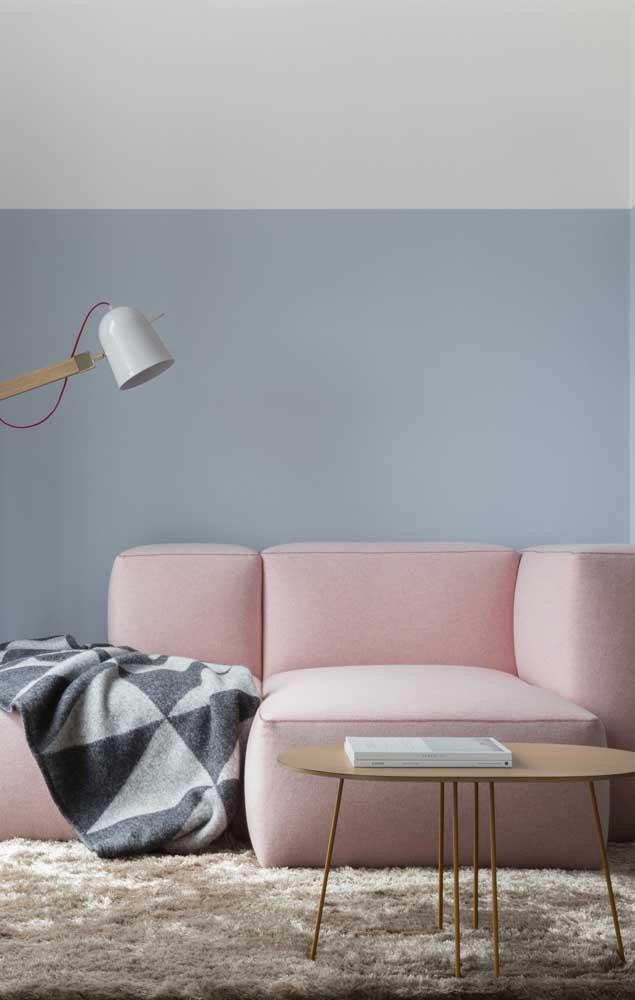 Chaise longue moderna em um tom de rosa apaixonante