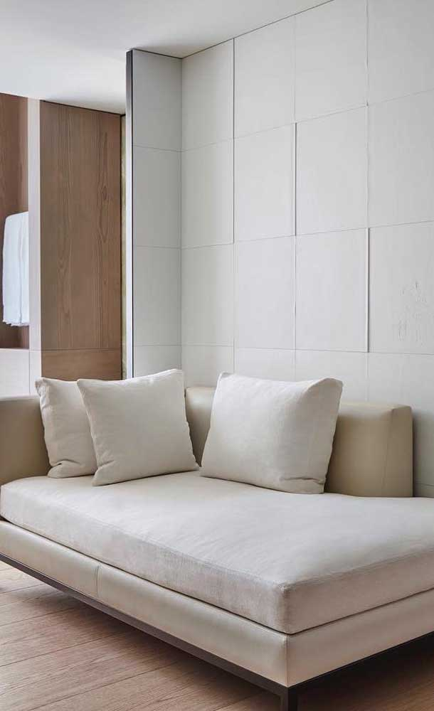 Chaise longue de couro branco: elegância e funcionalidade no ambiente