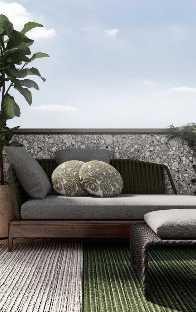 Chaise longue na área externa: atenção para o uso de tecidos impermeáveis e materiais resistentes à chuva e ao sol