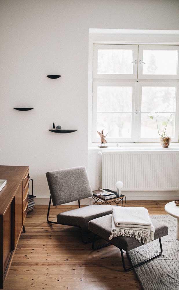 Moderna e minimalista, essa chaise longue impressiona pelo design