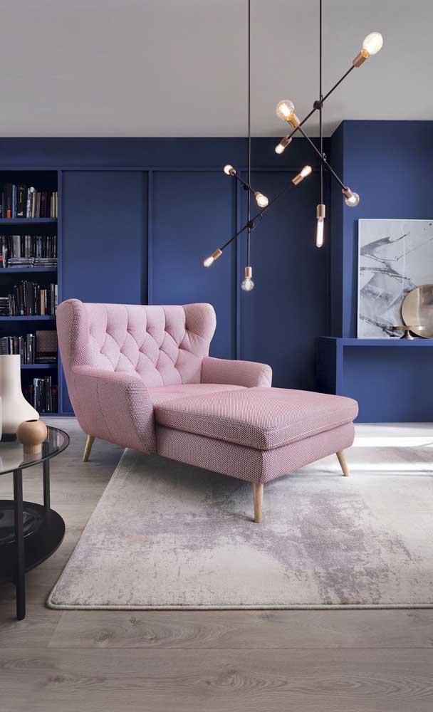 Conforto máximo nessa chaise longue cor de rosa pra lá de elegante
