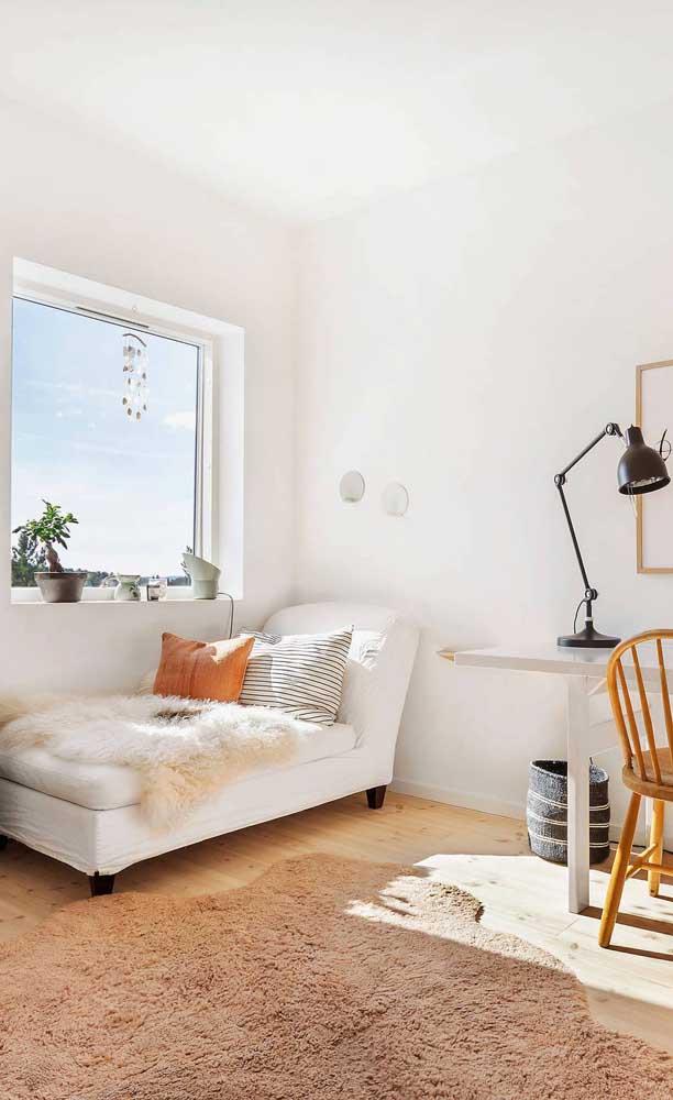 Nada como uma confortável chaise longue para relaxar e apreciar a vista