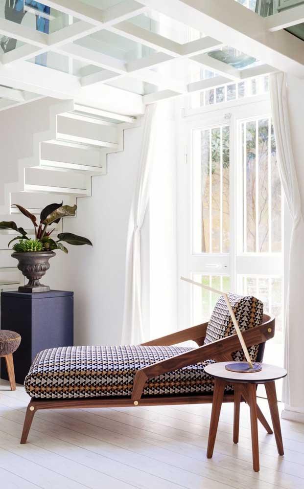 Aquele cantinho da casa sem uso pode ser o local perfeito para colocar uma chaise longue