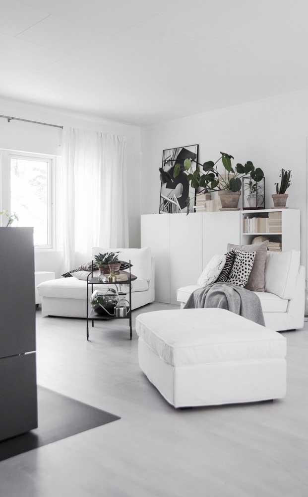 Dupla de chaise longue branco para encher a sala de elegância