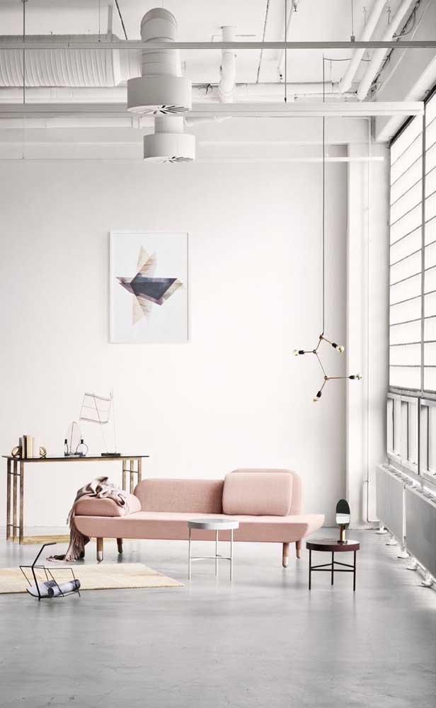 Um modelo moderno e minimalista de chaise longue para a sala de estar
