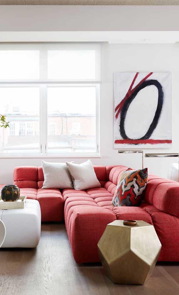 Conforto máximo com esse sofá vermelho