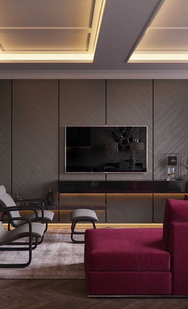 Sofá vermelho para ser o destaque da sala de estar moderna