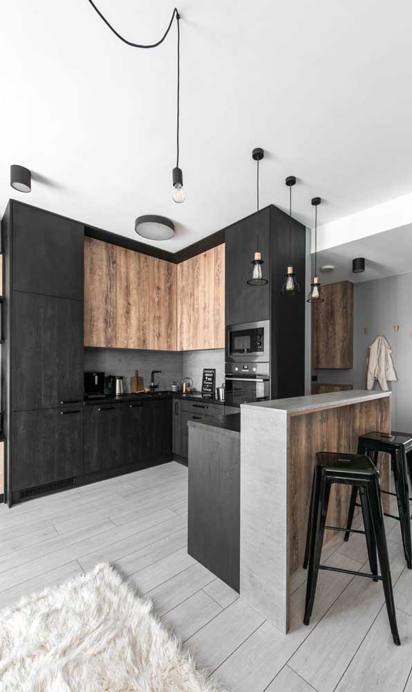 A opção pelo mesmo piso em todo o ambiente garante a sensação de amplitude e continuidade