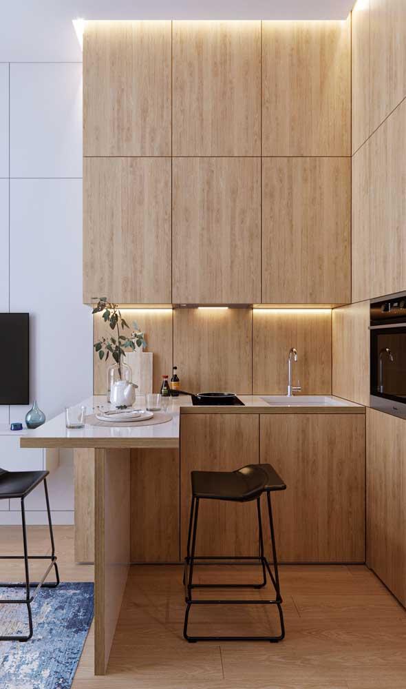 Luzes embutidas para deixar a cozinha americana planejada mais charmosa e acolhedora