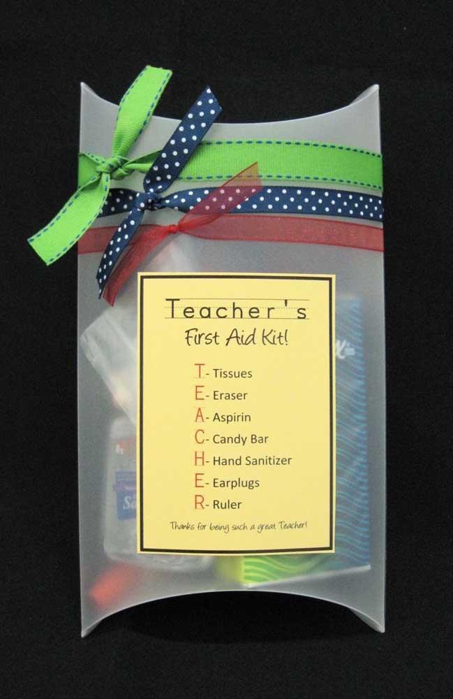 Ideia criativa e bem humorada de lembrancinha para o dia dos professores: um kit de primeiros socorros
