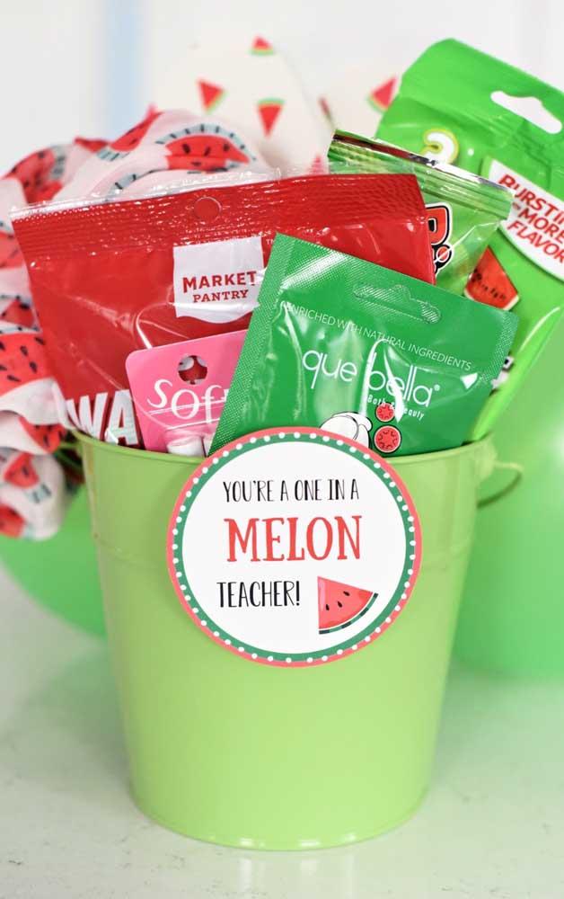 Qual a fruta preferida do seu professor? Nessa sugestão aqui é a melancia