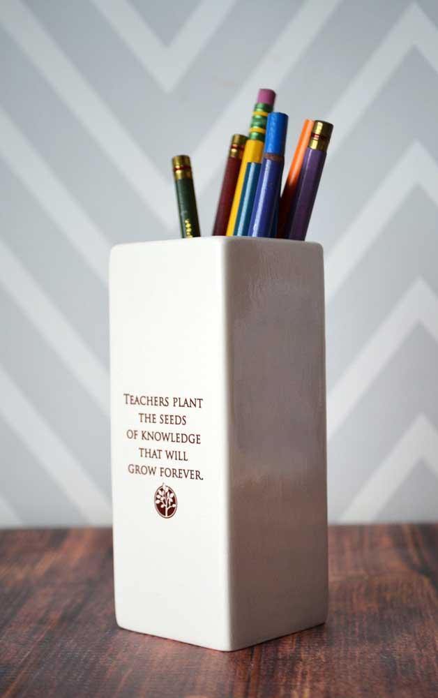 Porta lápis com uma mensagem linda: a lembrancinha para o dia dos professores perfeita!