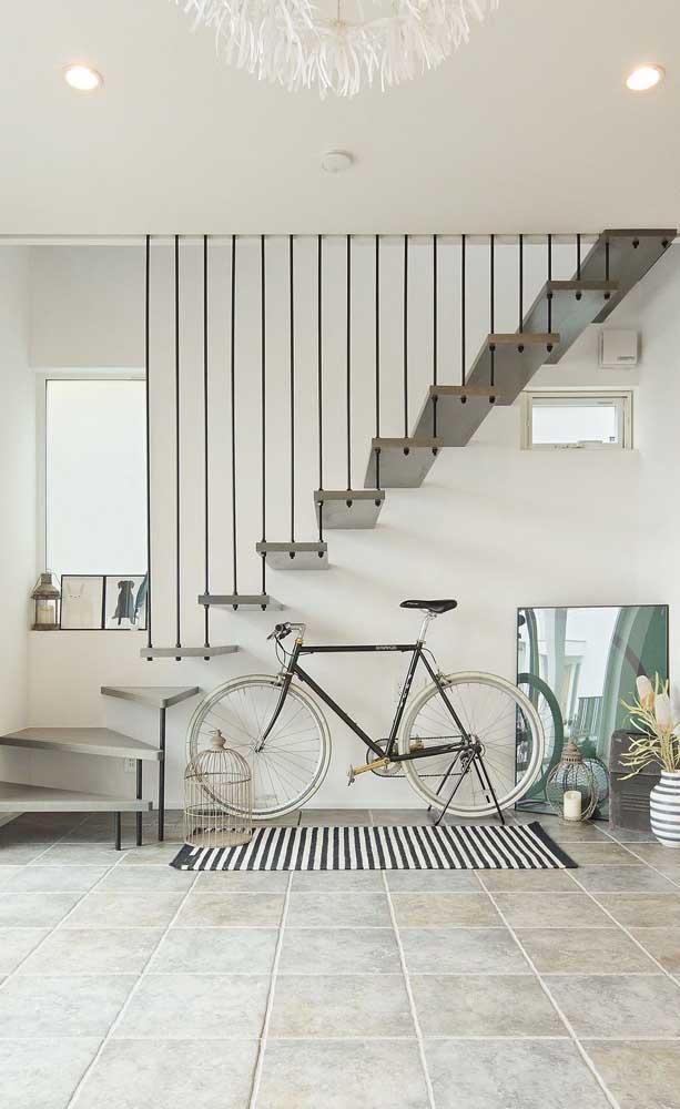 Repare aqui como a escada de estilo flutuante é perfeita para ambientes que prezam por uma estética clean