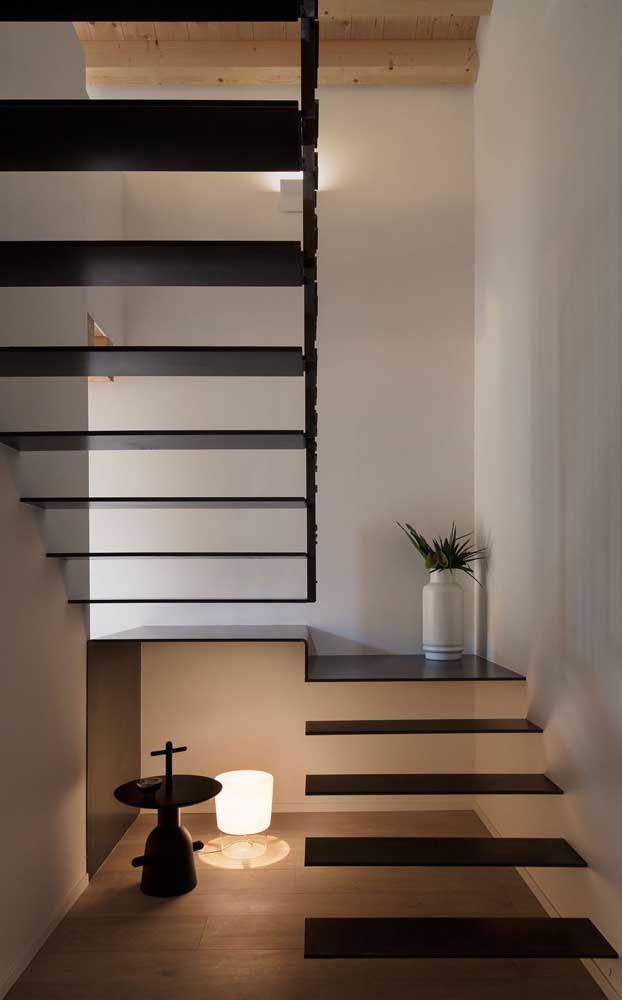 Modelo de escada autoportante feita em aço, linda né?
