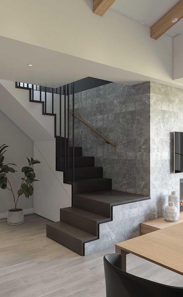 Escada com cores modernas em formato L e fabricadas em alvenaria