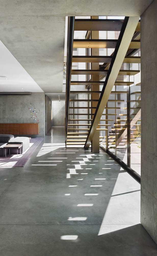 Escada reta moderna de modelo flutuante; ideal para áreas maiores
