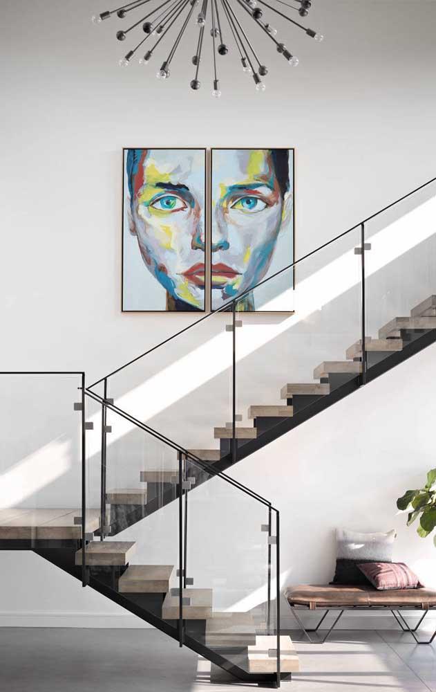 Aposte no vidro para trazer leveza ao seu projeto de escada moderna