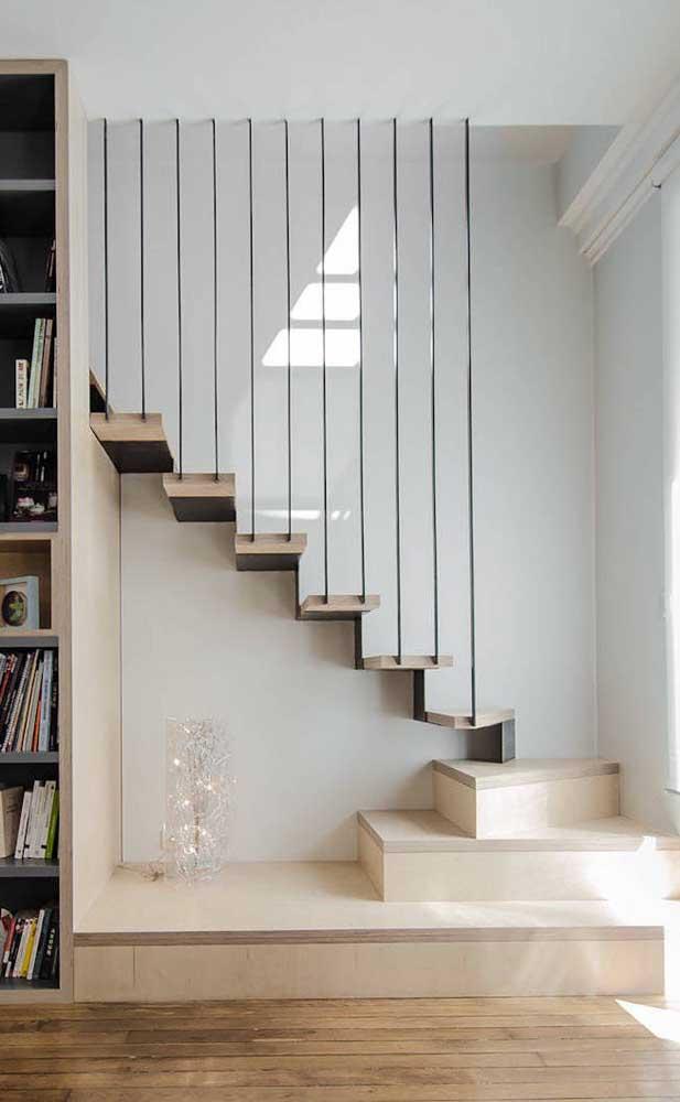 Escada autoportante com primeiro pavimento de alvenaria