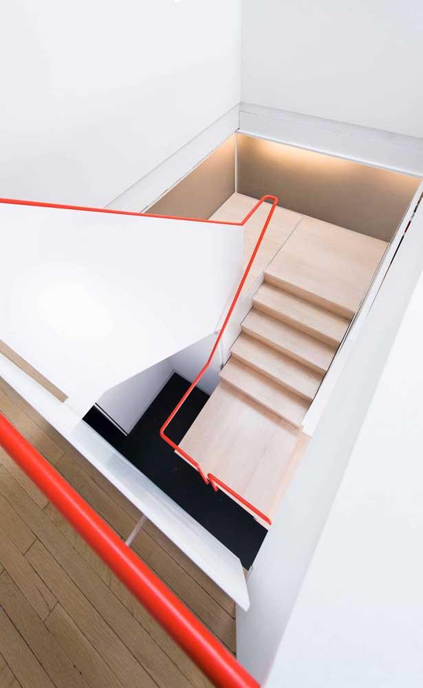 E porque não colocar o corrimão como destaque da escada moderna?