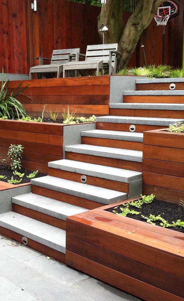 Inspiração de escada moderna para a área externa da casa