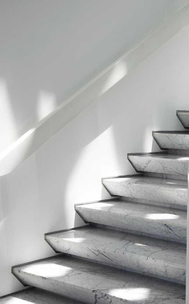O mármore também pode integrar os projetos de escadas modernas