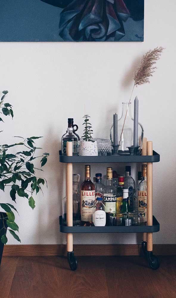 Carrinho bar pequeno e simples, mas cumprindo com perfeição sua tarefa