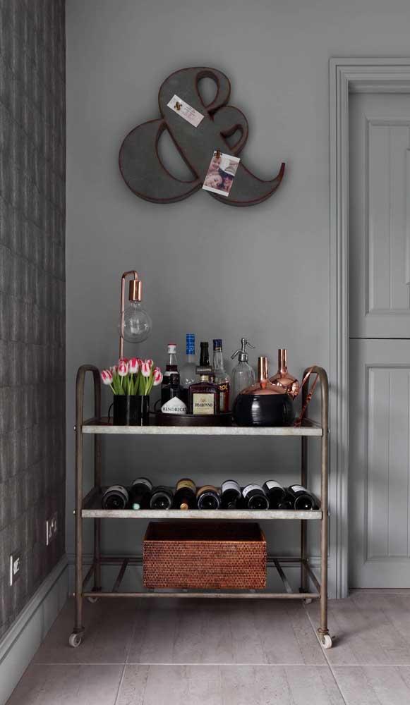 Carrinho bar com espaço para armazenar as bebidas na horizontal. Modelo perfeito para vinhos e espumantes