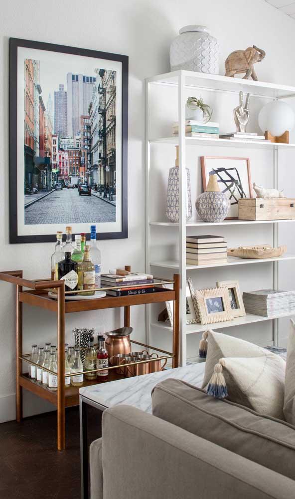 Carrinho bar de madeira na sala de estar: o lugar preferido desse tipo de móvel