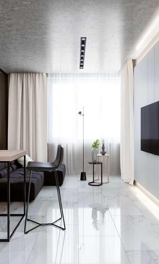 Cores claras nesse projeto de sala pequena e elegante