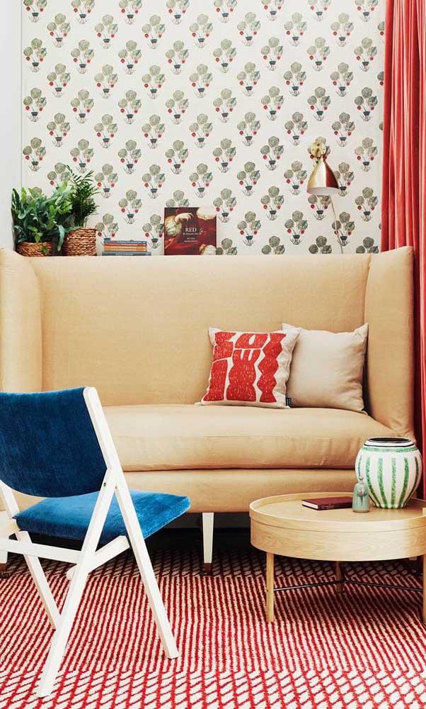 E para quem adora decorar com cores vivas, essa pequena sala de estar é uma fonte de inspiração