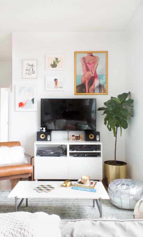 Toque retrô na decoração da sala de estar pequena