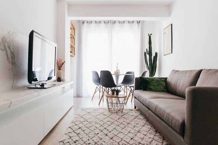 Sala de estar e de jantar podem conviver tranquilamente no mesmo espaço, mesmo sendo pequenas
