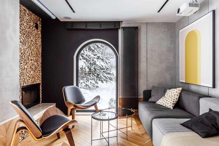 Pode faltar espaço na sala pequena, mas não falta design, nem estilo