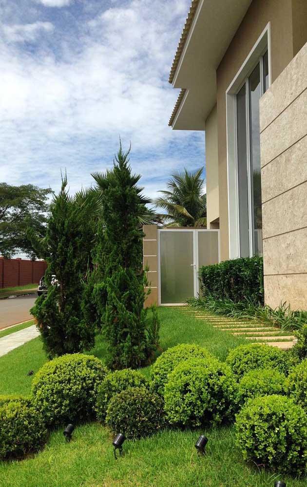 A Kaizuka ajuda a reforçar o porte elegante da fachada da casa