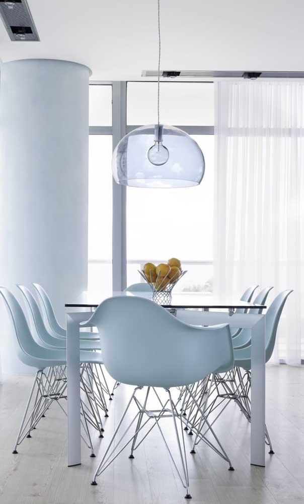 A sala de jantar clean e moderna trouxe uma janela de alumínio branco