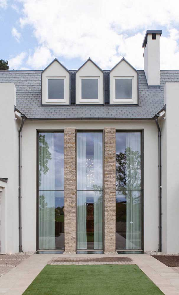 Janelas de alumínio sob medida são a solução para grandes vãos e aberturas da fachada